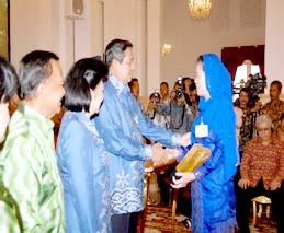 Penyerahan Piala Adipura Kepada Walikota Tanjungpinang